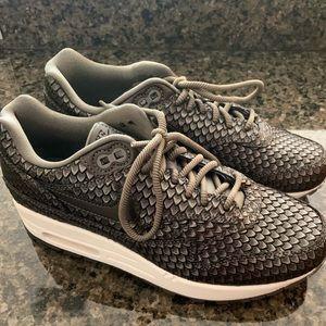 New women's Nike Air Max 1 PRM metallic size 6.5